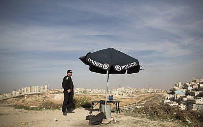 An Israeli policeman stands guard outside East Jerusalem, November 11, 2014. (photo credit: Yonatan Sindel/Flash90)