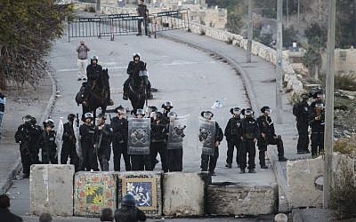 Illustrative photo of Israeli Border Police at the entrance to Isawiyah, in East Jerusalem, on November 12, 2014. (photo credit: Hadas Parush/Flash90)