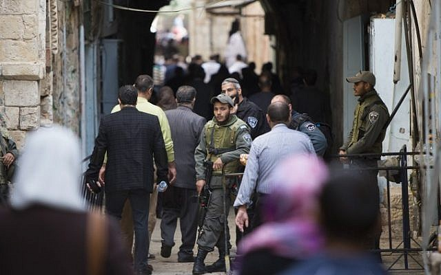 Police guard as Palestinian Muslim worshippers make their way to the Al Aqsa Mosque for Friday prayer in Jerusalem's Old City, November 14, 2014. (Photo credit: Yonatan Sindel/Flash90)
