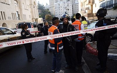 Israeli police and rescue workers outside the Kehilat Yaakov synagogue in Jerusalem after a terror attack there on November 18, 2014. (photo credit:  Yonatan Sindler/FLASH90)