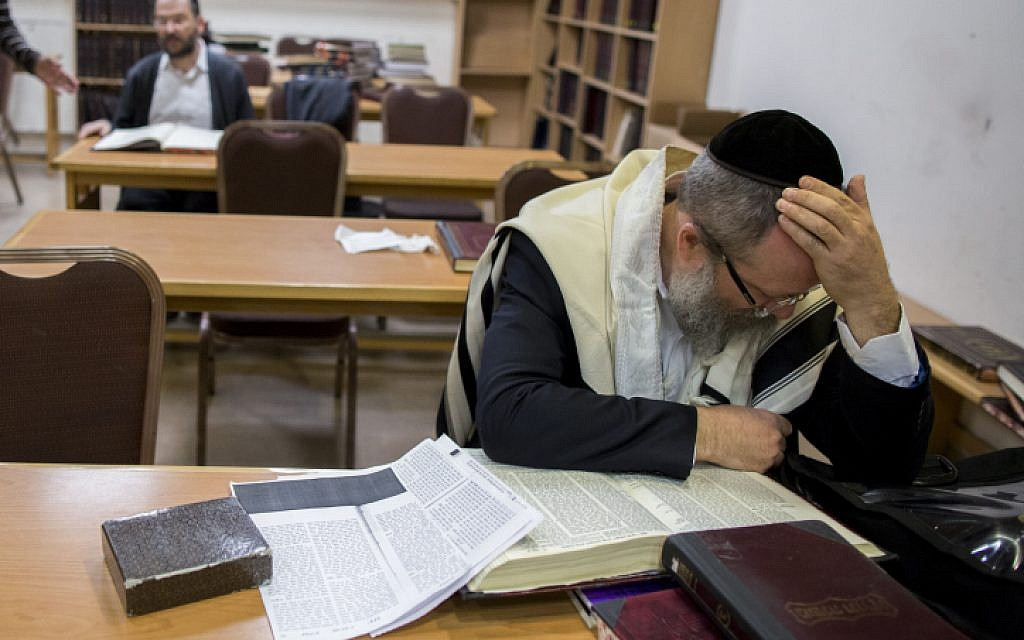 Illustrative image of an ultra-Orthodox man who peers over a Talmud in the Jerusalem synagogue, November 2014. (photo credit: Yonatan Sindel/Flash90)