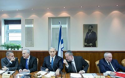 Prime Minister Benjamin Netanyahu (C), Intelligence Minister Yuval Steinitz (2R), Interior Minister Gilad Erdan (L), cabinet secretary Avichai Mandelblit and Attorney General Yehuda Weinstein (R) during the weekly cabinet meeting on Sunday, November 23, 2014. (photo credit: Ohad Zweigenberg/POOL/FLASH90)