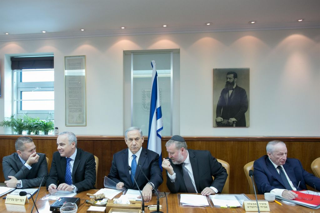 Prime Minister Benjamin Netanyahu (C), Intelligence Minister Yuval Steinitz (2R), Interior Minister Gilad Erdan (L), cabinet secretary Avichai mandelblit and Attorney General Yehuda Weinstein (R) seen during the weekly cabinet meeting, Netanyahu's office in Jerusalem, on Sunday, November 23, 2014. (photo credit: Ohad Zweigenberg/POOL/FLASH90)