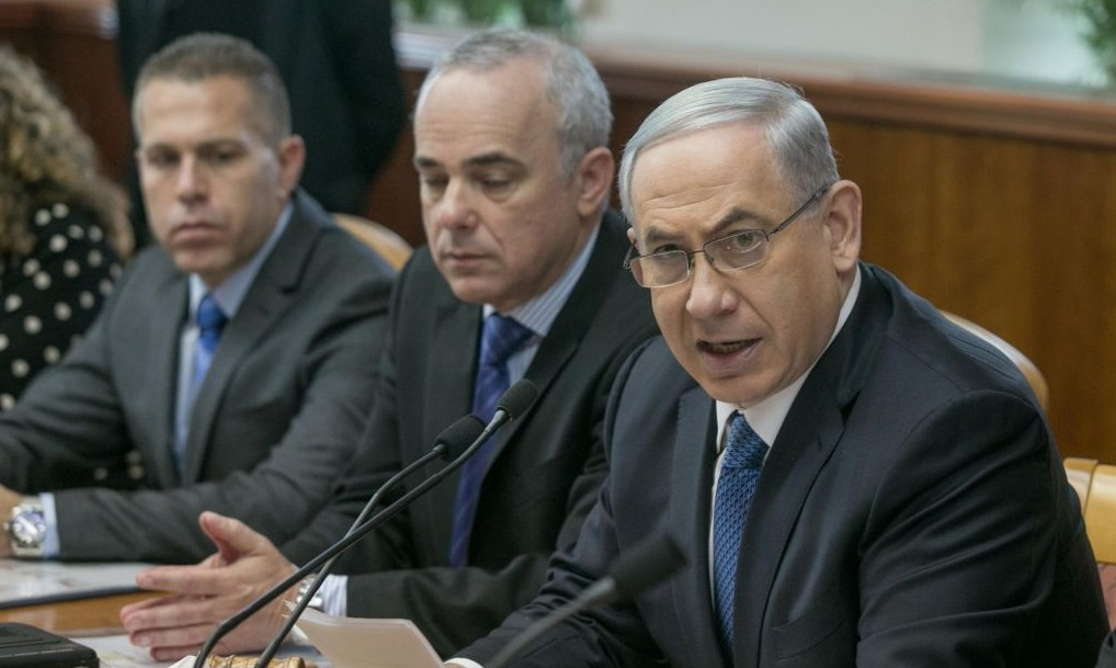 Prime Minister Benjamin Netanyahu, with Ministers of Intelligence Yuval Steinitz (C) and Interior Gilad Erdan, during the weekly cabinet meeting in Jerusalem, on Sunday, November 23, 2014. Photo by Ohad Zwigenberg/POOL/FLASH90