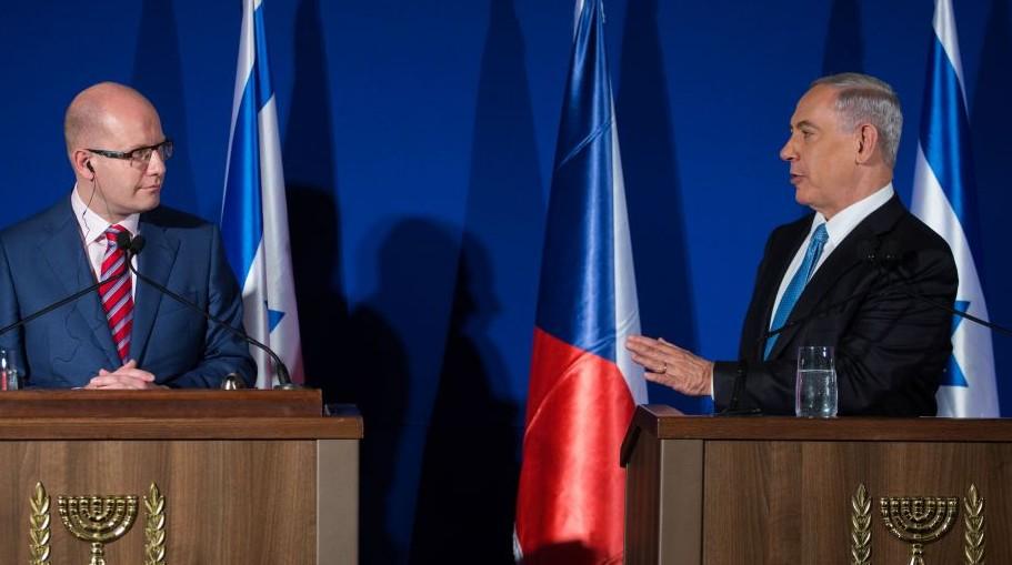 Prime Minister Benjamin Netanyahu and Czech Prime Minister Bohuslav Sobotka speak after signing an intergovernmental agreement, at the King David Hotel in Jerusalem on November 25, 2014. (Photo credit: Hadas Parush/Flash90)