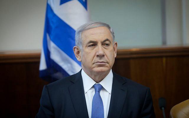 Prime Minister Benjamin Netanyahu leads the weekly cabinet meeting in Jerusalem, on Sunday, November 30, 2014.(photo credit: Alex Kolomoisky/POOL/FLASH90)