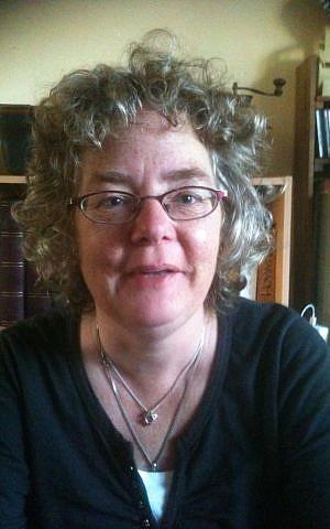 Gerja Warners wears her Star of David pendant to promote awareness of rising anti-Semitism. (courtesy)