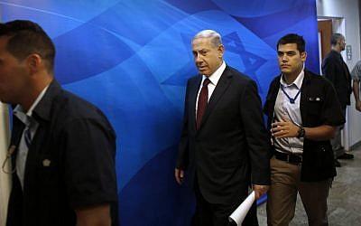 Prime Minister Benjamin Netanyahu (center), arrives for the weekly cabinet meeting in Jerusalem, Sunday, November 2, 2014. (photo credit: AP/Ronen Zvulun, Pool)