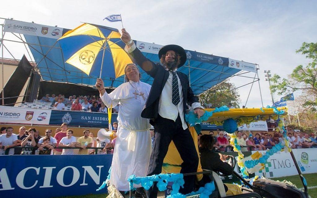 Argentine fans of the Hindu club in rabbi and pope costumes at the championship game. (Emiliano Raimondi/URBA/ via JTA)