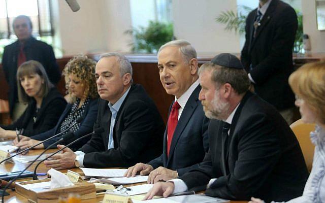 Prime Minister Benjamin Netanyahu speaks during the weekly cabinet meeting on Sunday, November 9, 2014. (Alex Kolomoisky/POOL/Flash90)