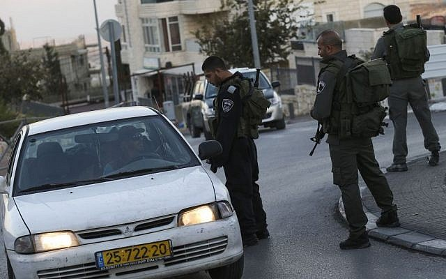 Israeli border police check the ID's of Arab-Israelis outside the East Jerusalem neighborhood of Jabel Mukaber on November 19, 2014. Photo credit: Nati Shohat/FLASH90)