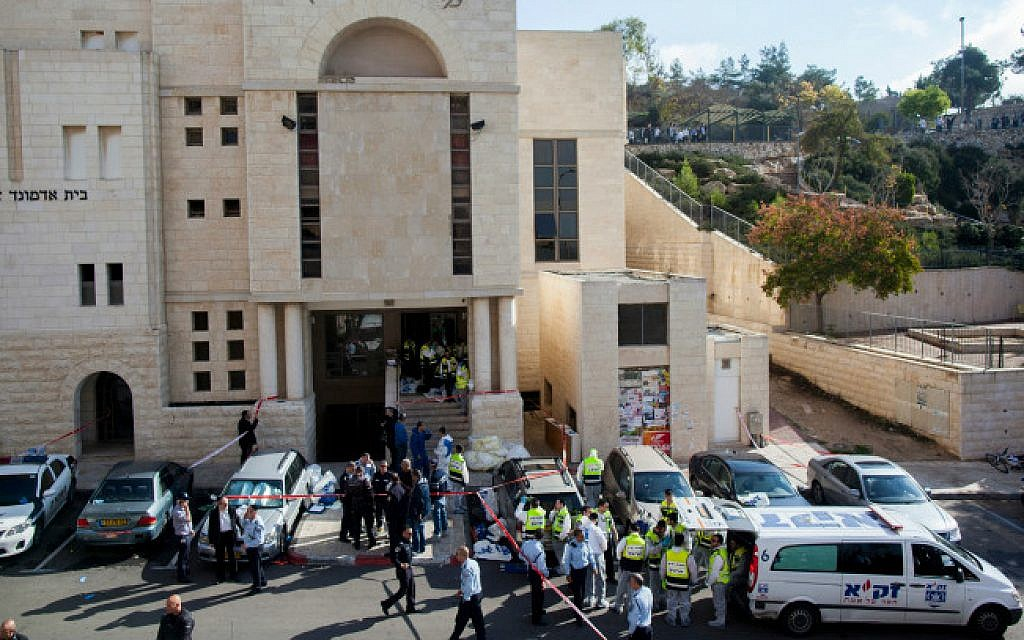 Police and ZAKA crews outside the Kehilat Bnei Torah synagogue, where two terrorists attacked Jewish congregants during prayer on November 18, 2014 (photo credit: Yonatan Sindel/ flash 90)