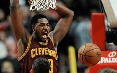 Cleveland Cavaliers' Tristan Thompson dunks during the final seconds of overtime in an NBA basketball game against the Chicago Bulls in Chicago, Friday, Oct. 31, 2014. Cleveland won 114-108 (photo credit: AP/Paul Beaty)