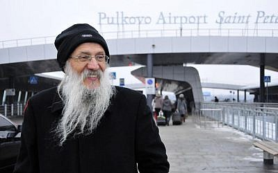 Yosef Mendelevitch visiting St. Petersburg Airport, November 30, 2014. (Photo credit: Roman Yanushevsky, Courtesy of Limmud FSU)