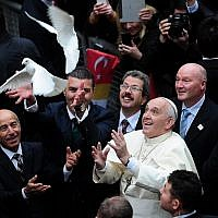 Pope Francis frees a dove upon arrival at the Istanbul's Holy Spirit Cathedral, on November 29, 2014 in Istanbul. (Photo credit: AFP PHOTO/GURCAN OZTURK)