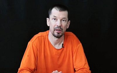 British reporter John Cantlie in a video released by the Islamic State on November 21, 2014 (Photo credit: Youtube screen capture)