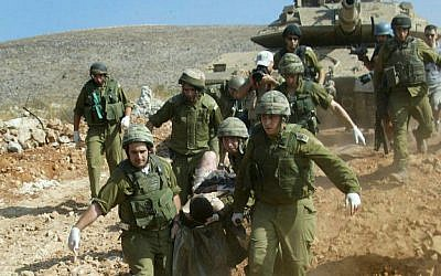 Soldiers evacuating a wounded comrade during the Second Lebanon War, on July 24, 2006 (photo credit: Haim Azoulay/ Flash 90)