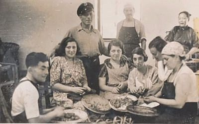 Refugees in Shanghai during World War II. (screen capture:YouTube/HongKongHeritage)