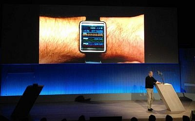 Samsung CEO and CSO of Device Solutions Young Sohn introduces the Simband platform earlier this year (Photo credit: Courtesy)
