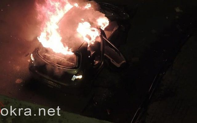 Screenshot from the news website Bokra.net showing the torched car of an Israeli man who attacked by rioters on a road near Taibe, November 9, 2014.