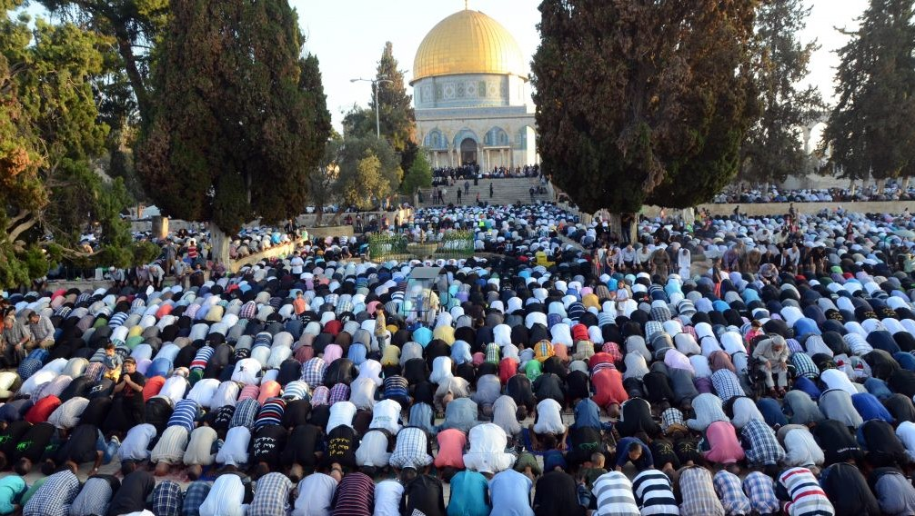 Image result for arabs pray on temple mount