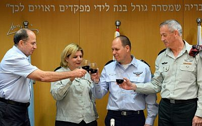 Maj.-Gen. Hagi Topolinski, head of IDF Manpower Division, second from right, with his predecessor Maj.-Gen. (res) Orna Barbivai (IDF Spokesperson's Unit/ Flash 90)