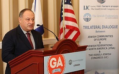IJC president and co-founder Vladimir Sloutsker addresses the Trilateral Dialogue of European, JFNA and Israeli Jewish leaders at the JFNA General Assembly on November 10, 2014. (Benjamin Lifshitz / IJC)