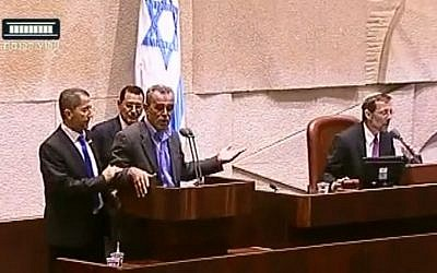 Knesset member Jamal Zahalke is approached by ushers after calling Deputy Speaker Moshe Feiglin (right) a 'fascist,' on Monday, November 11, 2014 (screen capture: YouTube/Knesset Channel)