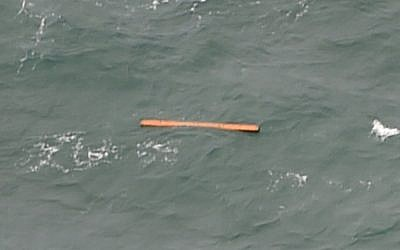 This aerial view taken from an Indonesian search and rescue aircraft over the Java Sea shows floating debris spotted in the same area as other items being investigated by Indonesian authorities as possible objects from missing AirAsia flight QZ8501 on December 30, 2014. (photo credit: AFP/Bay ISMOYO)