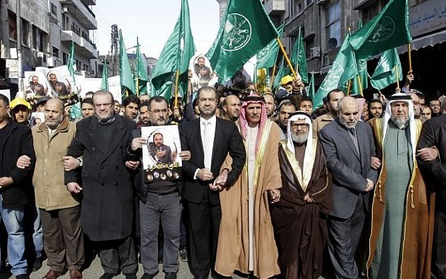 """Leaders of the Muslim Brotherhood in Jordan at a demonstration against Israeli """"violations""""  on the Temple Mount in the capital Amman on November 28, 2014. (Photo credit: AFP / KHALIL MAZRAAWI)"""