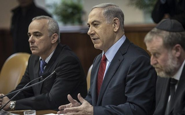 Benjamin Netanyahu chairs the weekly cabinet meeting in his Jerusalem offices on December 14, 2014. photo credit: AFP/POOL/OLIVER WEIKEN)
