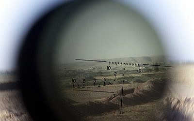The horizon is seen through a telescopic rifle belonging to a Kurdish Peshmerga sniper on the front line in the Gwer district, 40 kilometer south of Arbil, the capital of the Kurdish autonomous region in northern Iraq, on September 15, 2014. (photo credit: AFP/ JM LOPEZ)