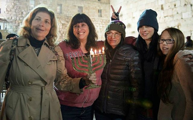 Sarah Silverman (second from right) joins Women of the Wall's Anat Hoffman, sisters Susan Silverman and Laura Silverman, and niece Ashira Abramowitz for Hanukkah candle lighting at the Western Wall, December 18, 2014. (photo credit: Story & Media / Daniel Shitrit)