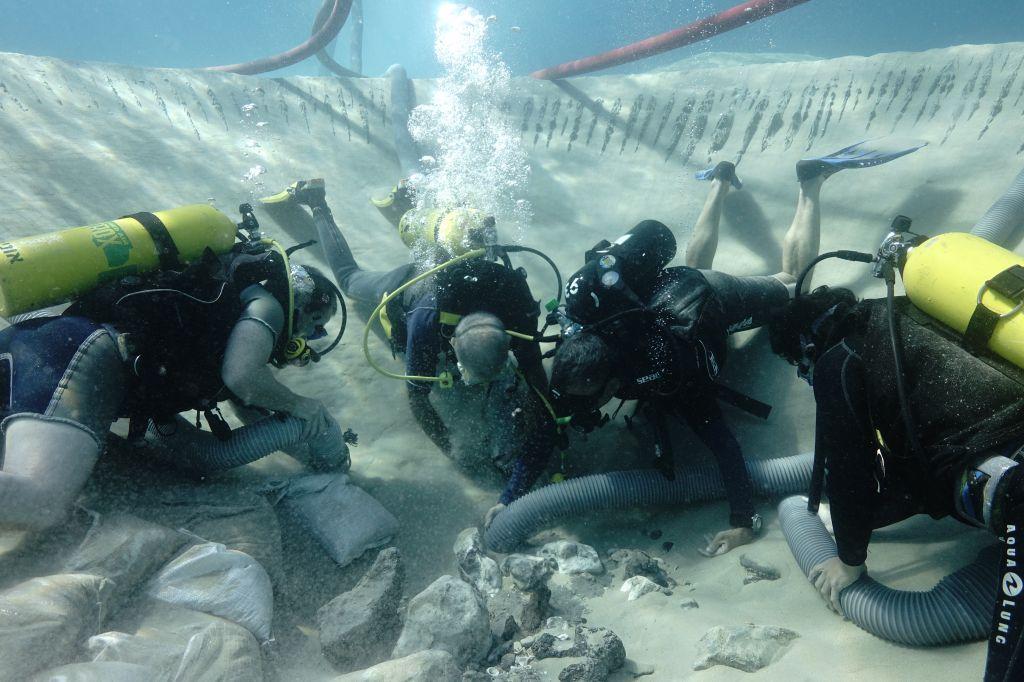Divers excavating a Neolithic well in Kfar Samir (photo courtesy: Dr Ehud Galili, University of Haifa, Dr Jonathan Benjamin, Flinders University)