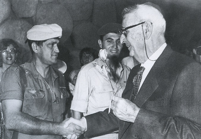 Giorgio Perlasca is honored during a ceremony at Yad Vashem in Jerusalem, September 1989. (courtesy Yad Vashem)