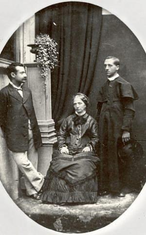 Edgardo Mortara (right) with his mother and brother, circa 1880. (Public domain via Wikipedia)