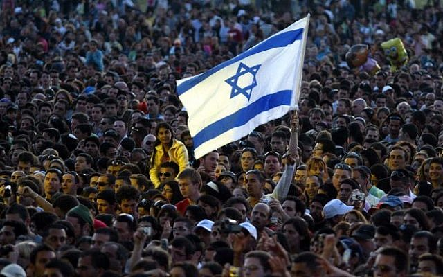 Illustrative photo of an Israeli crowd. (Roni Schutzer/Flash90)