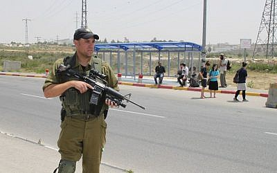 Israeli security forces guarding Gush Etzion Junction on May 1, 2013. (Photo credit: Gershon Elinson/FLASH90)