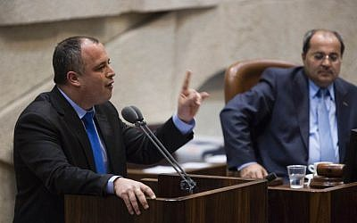 Labor's Hilik Bar addresses the Knesset (Flash90)