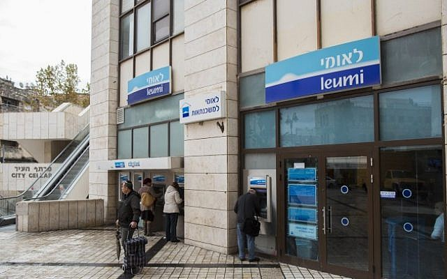 Israelis walks next to Bank Leumi in Jerusalem, November 16, 2014. (Yonatan Sindel/Flash90)