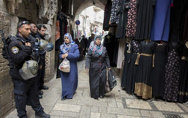 Police stand guard as Palestinian Muslim worshipers make their way out from the al-Aqsa Mosque after Friday prayer, November 21, 2014. (photo credit: Yonatan Sindel/Flash90)