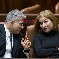 Yesh Atid leader Yair Lapid speaks with Hatnua head Tzipi Livni at the Knesset on December 3, 2014. (Photo credit: Yonatan Sindel/Flash90)