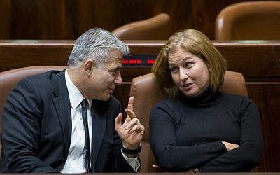 Yesh Atid leader Yair Lapid (left) with Hatnua head Tzipi Livni at the Knesset in 2014. (Yonatan Sindel/Flash90)