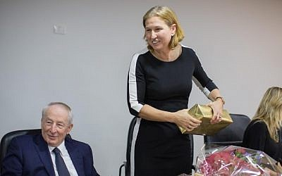 Attorney General Yehuda Weinstein (L) seen with former justice minister Tzipi Livni during a farewell party in her honor at the Justice Ministry in Jerusalem on December 4, 2014. (photo credit: Yonatan Sindel/Flash90)