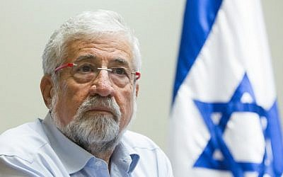 MK Amram Mitzna (Hatnua) seen during a party meeting in the Israeli parliament, December 08, 2014. (photo credit: Miriam Alster/FLASH90)