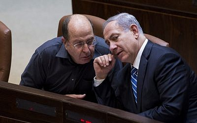 Will there be a new defense minister? Defense Minister Moshe Ya'alon (L) speaks to Prime Minister Benjamin Netanyahu (R) on December 8, 2014 (photo credit: Yonatan Sindel/Flash90)
