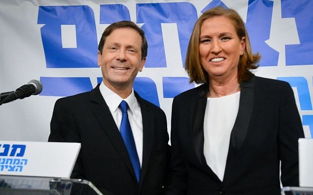 Labor leader Isaac Herzog and Hatnua leader Tzipi Livni announce the merger of their parties at a press conference in Tel Aviv on December 10, 2014. They said they would rotate the prime ministership if they win elections next March. (Photo credit: FLASH90)