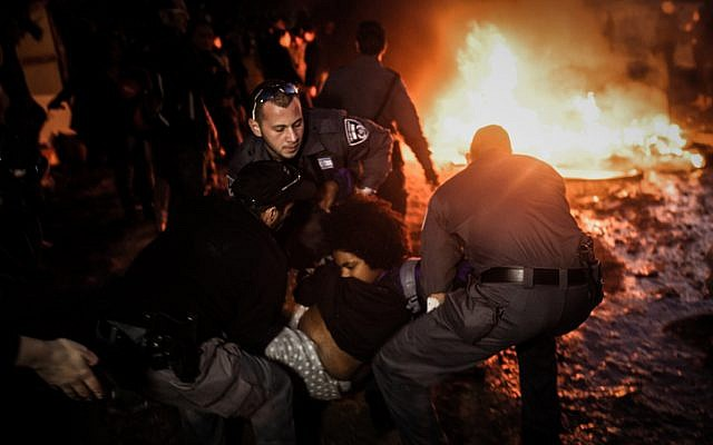 Police clash with Givat Amal residents December 29, 2014. (photo credit: Amir Levi/Flash90)