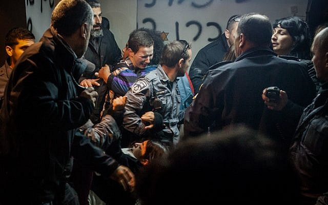 Police clash with Givat Amal residents on December 29, 2014 (photo credit: Amir Levi/Flash90)