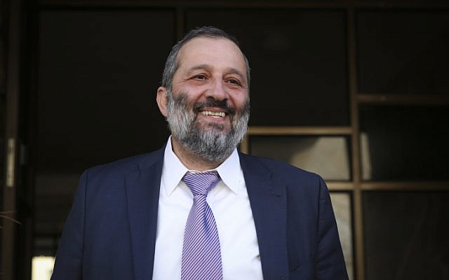 Aryeh Deri all smiles, after his resignation was rejected on December 30, 2014. (Hadas Parush/Flash90)